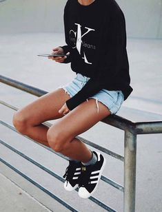 Comfortable, yet nice, casual outfit. Sporty Outfits, Mode Outfits, Summer Outfits, Fashion Outfits, Fresh Outfits, Calvin Klein Femmes, Passion For Fashion, Love Fashion, Mode Boho