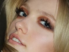 warm brown eyeshadow with fake lashes