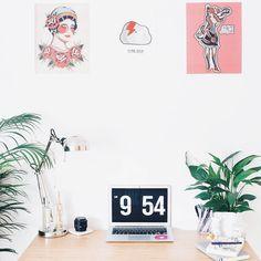 В аккаунте @workspacegoals публикуют красивые рабочие места со всего мира. Много света, красочные мудборды, суккуленты, зеркала и стильные предметы декора – тут есть, чем вдохновиться. Мы в редакции уже взяли пару идей на заметку.