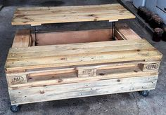 wood-pallets-table