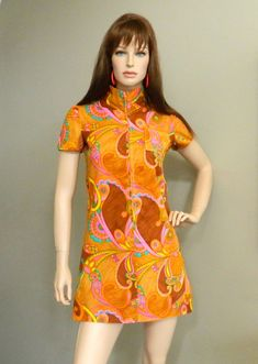Psychedelic Mini Dress Orange Brown with Zip Front Mod Collar. 1960s Mod Fashion, Sixties Fashion, Retro Fashion, Vintage Fashion, Vintage Dresses 1960s, Vintage Outfits, Vintage Wardrobe, Vogue, Mode Vintage