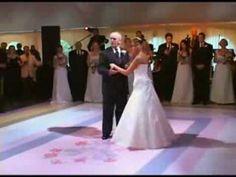 Pai e filha dançavam no casamento e algo de inesperado acontece!