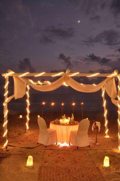 Romantic Surprise, Romantic Beach, Romantic Evening, Romantic Places, Romantic Dinners, Romantic Ideas, Front Door Christmas Decorations, Tent Decorations, Wedding Decorations