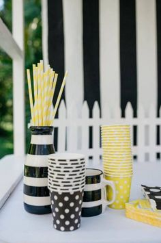 You'll Be All the Buzz With This Bumble Bee-Themed Birthday Party Hummel-themenorientierte Geburtstagsfeier Birthday Party Drinks, Boy Birthday Parties, Birthday Party Decorations, Birthday Boys, Birthday Crafts, 90th Birthday, Bumble Bee Birthday, Girl Birthday Themes, Birthday Ideas