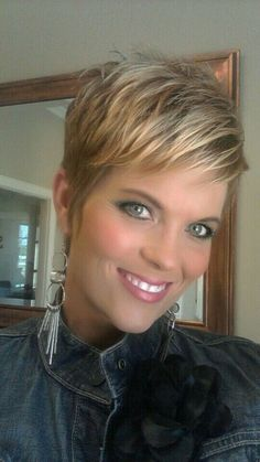 Messy Blonde Pixie Hairstyles Love her makeup also. Hairstyles Over 50, Cute Hairstyles For Short Hair, Hairstyles 2016, Trendy Hairstyles, Pinterest Hairstyles, Braid Hairstyles, Hairdos, Thin Hair Styles For Women, Short Hair Styles Thin