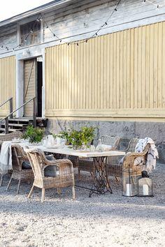 Parolan Asema: Puutarhapöytä ompelukoneesta Ikea, Outdoors, Patio, Garden, Outdoor Decor, Home Decor, Garten, Decoration Home, Ikea Co