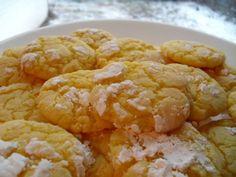 Easy Lemon Crinkle Cookies Recipe via Lemon Cake Cookies, Lemon Cookies Easy, Lemon Crinkle Cookies, Cake Mix Cookies, Lemon Biscotti, Cookie Recipes, Dessert Recipes, Lemon Desserts, Be Light