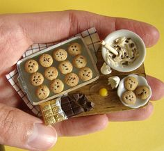 Fashion and Art Trend: Awesome Miniature Food Art Cute Polymer Clay, Cute Clay, Polymer Clay Miniatures, Polymer Clay Creations, Dollhouse Miniatures, Miniature Crafts, Miniature Food, Miniature Dolls, Barbie Food