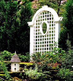 *Well positioned trellis instantly spruces up a neglected corner. Use one to break up a monotonous fence, or as a vertical accent in an otherwise horizontal garden expanse. So pretty. Pergola With Roof, Cheap Pergola, Pergola Plans, Gazebo, Patio Roof, Pergola Ideas, Outdoor Pergola, Fence Ideas, Landscaping Ideas