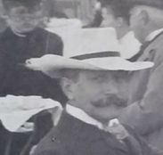 tento muž byl po celém světě mezi 1092 a 1906. Má někdo rozpoznat jeho starý předchůdce? Jmenoval se Otto