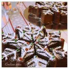 Emilian aitta: Jouluinen suklaakakku! Halloween Cupcakes, Red Velvet, Desserts, Food, Tailgate Desserts, Deserts, Essen, Dessert, Yemek