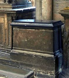In the chapel of St Edward the Confessor in Westminster Abbey is a small tomb with a black marble slab for Elizabeth, daughter of Henry VII and his queen Elizabeth of York Elizabeth Of York, Princess Elizabeth, Richmond Palace, St Edward The Confessor, Francis I, Queen Of England, Tudor History, Westminster Abbey, Effigy