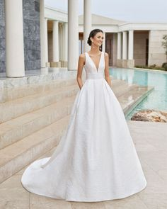 Classic tailored wedding dress in silk brocade. Withe deep- plunge V-neckline and low back. With sash at the waist and skirt with pockets. Source by mapagupacheco dress couture Tailored Wedding Dress, Classic Wedding Dress, Best Wedding Dresses, Bridal Dresses, Gown Wedding, Wedding Dress Petite, Wedding Bride, Lace Wedding, Wedding Jewelry