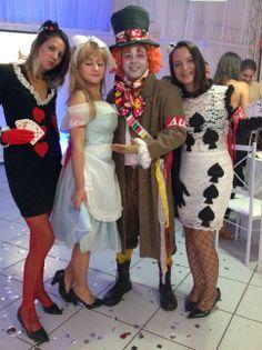 Dama de Copas, Às de Espada, Alice e Chapeleiro Maluco