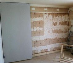 12 - Placer votre plaque contre le mur et poussez la au maximum pour que la colle s'écrase contre le mur
