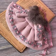 Best 12 The Blythe coat is decorated with hand embroidery and Japanese beads. Tied to the bow viscose hand dyeing . Baby Bibs Patterns, Doll Clothes Patterns, Doll Patterns, Sewing Patterns, Baby Girl Fashion, Kids Fashion, Baby Knitting, Crochet Baby, Bib Pattern