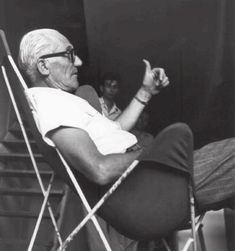 Le Corbusier approving the Butterfly Chair. Le Corbusier, Bauhaus, Famous Architects, Architectural Elements, Architectural Drawings, Butterfly Chair, Lloyd Wright, Modern Architecture, People