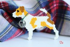 Sir Edmund : une broche pour la rentrée Peyote Stitch Patterns, Seed Bead Patterns, Jewelry Patterns, Beading Patterns, Beaded Banners, Dog Crafts, Beaded Animals, Halloween Disfraces, Beading Projects