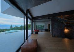 Turato Architects raises Gunmo House above the tree canopy