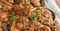 Mięciutka, soczysta karkówka duszona z aromatycznymi przyprawami, w sosie z porem, i odświeżającą smak natką pietruszki.           Składni...