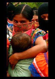 """""""vimos la enfermedad y ahí mismo encontramos la medicina""""  ★ palabra de una mujer indígenas rarámuri ★ foto: """"La Mujer Rebelde"""" por Marie-Sophie Beier"""