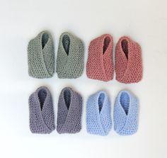 De nemmeste babyfutter - free pattern on susanne-gustafsson. Knitting For Kids, Baby Knitting Patterns, New Moms, Free Pattern, Slippers, Barn, Sewing, Diy, Inspiration