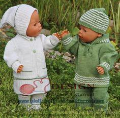 Stricken für puppen anleitungen Zwei schöne Puppen im grünen Gras des Sommers