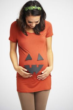 DIY Pumpkin Maternity Costume for a simple, stylish look this Halloween