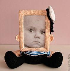 Купить или заказать Рамка для фото 'Морячок' в интернет-магазине на Ярмарке Мастеров. Вязаная фото рамка в виде моряка в тельняшке с бескозыркой. Для фото 10х15 см. Фоторамка отлично подходит для портрета. Фоторамка 'Морячок' -оригинальный подарок как ребенку, так и взрослому мужчине.