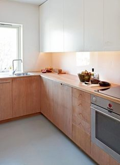 kitchen with wood lowers + white uppers. notice the shoe lace handles, are they effective? Norway kitchen via klikk. Beautiful Kitchens, Cool Kitchens, Upper Cabinets, Kitchen Cabinets, Kitchen Interior, Kitchen Decor, Kitchen Ideas, Timeless Kitchen, Minimalist Kitchen