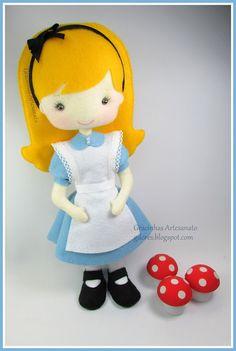 "Felt Alice from ""Alice in wonderland"" designed and handmade by Gracinhas Artesanato"