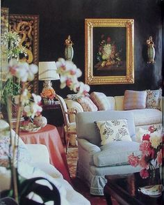 Chinoiserie Chic: Dark Glossy Walls and Chinoiserie by Mario Buatta Dark Living Rooms, My Living Room, Living Room Decor, Mario Buatta, English Country Style, Chinoiserie Chic, Furniture Arrangement, Shabby Chic Furniture, Pastel Furniture