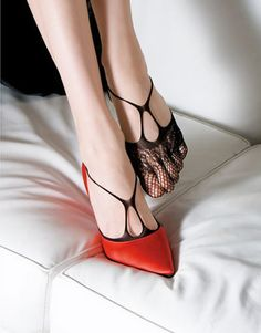 hmmm interesting way to get a different look from a pair of shoes you already have....very neat!