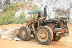 This is one of the oldest #LiuGong #wheelloader. Still working! LiuGong Z435 wheel loader. <3 <3 <3