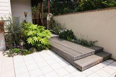 デッキアプローチ / タイル貼り / バリ風植栽 Deck / Tile / Plants