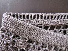 O ponto de crochê dessa saia parece uma renda guipir e já usei muito em barradinhos de pano de copa, kkkkk Esta outra é muito pare...