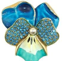 Vintage WEISS Pin Flower Pansy Blue White Enamel Blue RS Pearl Goldtone