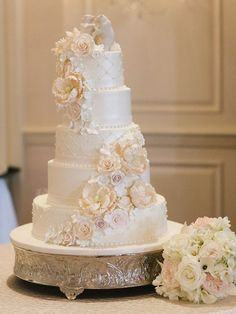 Wedding cake idea; Featured Photographer: Nancy Aidee Photography