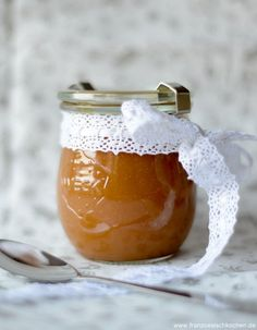 Last week I presented a small and simple recipe at the MDR, the creme de caramel au Beurre salé . I also wanted to write two three words for those who do not watch TV Salted Butter Caramel Cream Caramel Cream Recipe, Creme Caramel, Caramel Recipes, Chutneys, Escapade Gourmande, Sauce Creme, Pumpkin Spice Cupcakes, Cinnamon Cream Cheeses, Vegetable Drinks