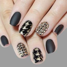 Squoval nails are something in between square and oval shapes. Nevertheless they are pretty trendy these days. We have gathered the trendiest ideas to try out altogether with the new shape. Nail Shapes Squoval, Acrylic Nail Shapes, Gold Nails, White Nails, Fun Nails, Form Design, Nailart, Different Nail Shapes, Nail Patterns