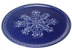 Hungarian Hand-painted Blue Pizza Plate With Floral Design - Home Interior Design Themes Hungarian Embroidery, Learn Embroidery, Embroidery Stitches, Embroidery Patterns, Hand Embroidery, Interior Design Themes, Hand Painted Plates, Embroidery Techniques, Chain Stitch