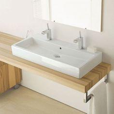 VasqueDuravit en céramiqueavec deux robinets. Grande superficie idéale pour 2 personnes. Résistance et design. Avec trop-plein.