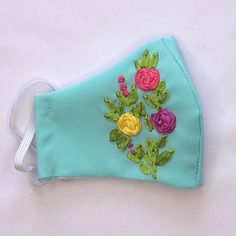 Hand Embroidery Videos, Hand Embroidery Art, Embroidery Stitches, Embroidery For Beginners, Ribbon Embroidery Tutorial, Embroidery Flowers Pattern, Diy Mask, Diy Face Mask, Easy Face Masks