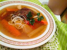 legjobb marhahúsleves rizstésztával Ramen, Dishes, Ethnic Recipes, Food, Desk, Gastronomia, Writing Table, Plate, Desktop