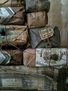 Beautiful old paper packaging. Great gift wrap idea or decoration for presents. Vintage Packaging, Paper Packaging, Packaging Design, Gift Packaging, Brownie Packaging, Bread Packaging, Perfume Packaging, What A Nice Day, Brown Paper Packages