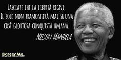 Nelson Mandela: la storia e le frasi celebri dell'uomo che ha sconfitto l'apartheid