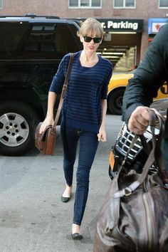 Taylor Swift's Navy blue striped sweater with jeans in New York.  Outfit details: http://wwtaylorw.com/2375/