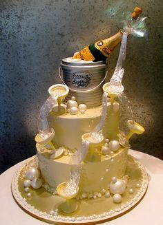 Champagne Cake Art, Happy New Year Pretty Cakes, Cute Cakes, Beautiful Cakes, Yummy Cakes, Amazing Cakes, Bon Champagne, Champagne Cake, Unique Cakes, Creative Cakes
