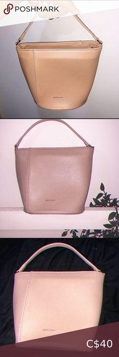 Matt&Nat bucket purse Color is a nude pink comes with adjustable strap Matt & Nat Bags Mini Bags Matt And Nat Bags, Bucket Purse, Mini Bags, Michael Kors Jet Set, Nude, Purses, Pink, Closet, Color