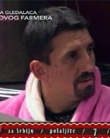 Kristijan Golubović nameštao je daske u rijalitiju Farma 6, a nakon što je s jedom završio hteo je da udari Bakija B3 i proveri da li će se daska slomiti.